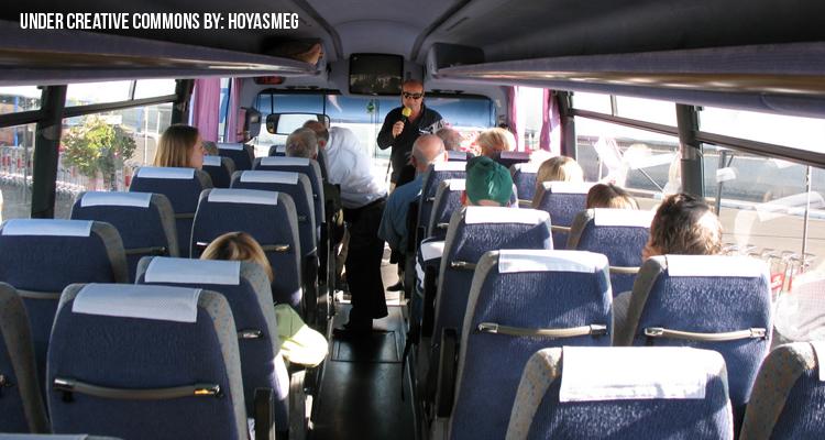Guia de turistas en Bus
