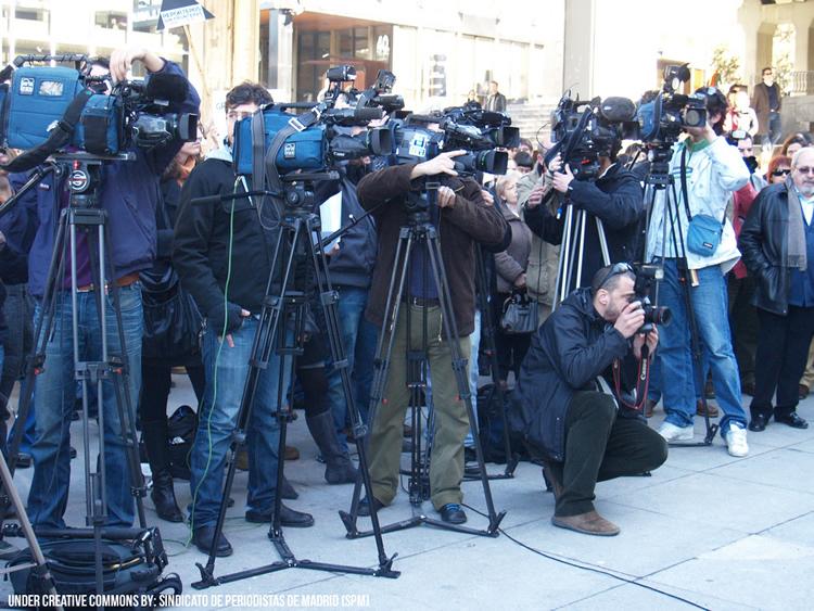 Periodistas y reporteros en pleno trabajo